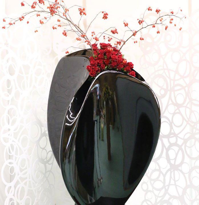 Black&Red#lotusgarden #デザイン #zaha_hadid #ザハハディド #畠山秀樹 #hideki hatakeyama #flowerdesign #florist
