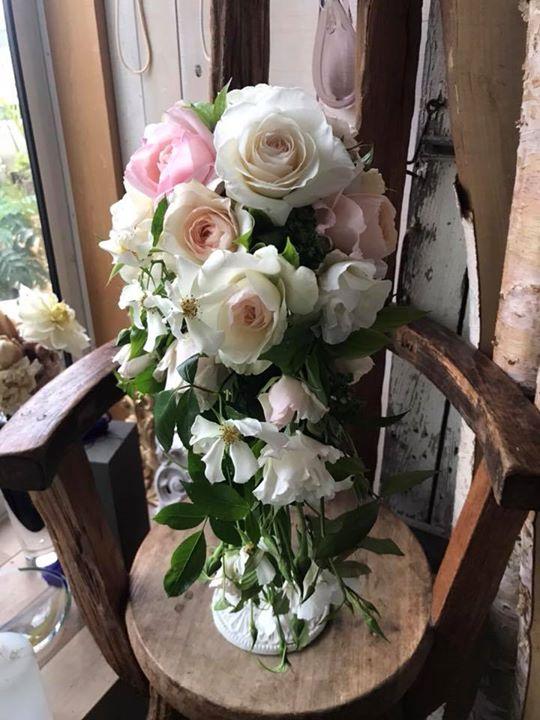 市川さんのバラでオーバルブーケ。