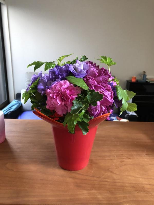 花ががあると、気持ちも、纏う空間も穏やかになります(K.I.様)
