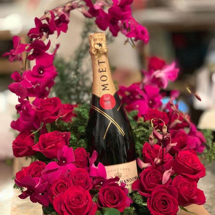 #サプライズ#プレゼント #モエシャンとバラのギフト #こんなプレゼントを贈る女子センスいいね#lotusgarden