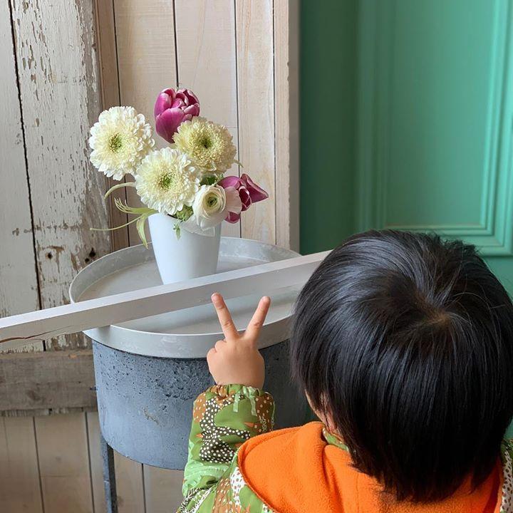 3才のレッスン、お花が好きすぎて