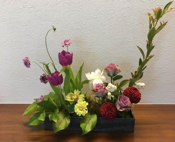 先生の選んでくださるお花はいつも素敵で、毎月楽しみにしています。(H様)