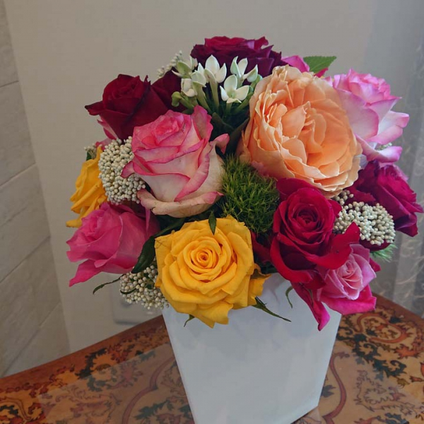 素敵な薔薇に囲まれ、自然と頬もゆるみます(T様)
