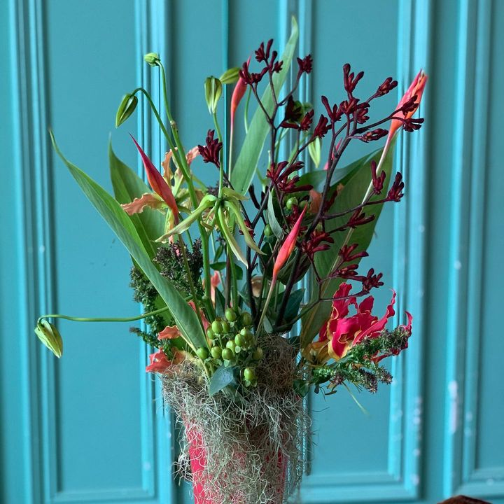 LOTUS SUPER FLOWER LESSON 今回は、花瓶にお花を飾ります。